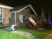 Cascador fara voia sa, un american a pierdut controlul volanului si s-a izbit intr-o casa. Reactia soferului dupa accident