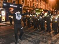 Sase politisti, raniti la protestele din estul Londrei, declansate de moartea unui tanar de culoare dupa un control rutier