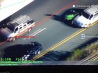 Un motociclist care vandaliza masini, urmarit cu elicopterul pana acasa. A fost filmat rupand oglinda unui automobil