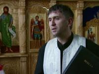 Tanarul care l-a inregistrat pe preotul Cristian Pomohaci in timp ce ii facea avansuri doreste sa fie audiat de procurori