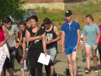 Sute de români au alergat pentru a ajuta o familie nevoiașă, fără casă