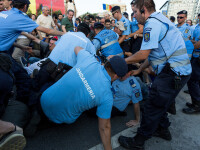 Proteste în Piaţa Victoriei, cu cătușe și spray lacrimogen. Filmul evenimentelor din 20 iunie