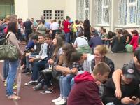 Admitere liceu 2018. Unii elevi au stat la coadă toată noaptea, deși nu ajută la nimic