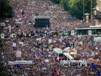 Cel mai mare protest din ultimii 30 de ani în Cehia. Mii de oameni cer demisia premierului