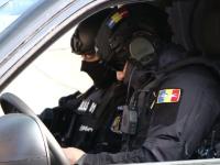 Percheziții la o grupare de traficanți de arme din România. Ce au găsit polițiștii