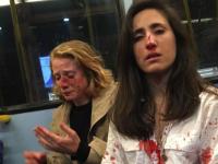 Tinere bătute şi umilite într-un autobuz pentru că nu au vrut să se sărute. Ce a urmat