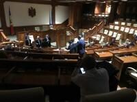 Parlamentul de la Chișinău s-a întrunit pe întuneric, ignorând o decizie constituțională