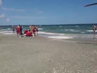 Turistul din Bucureşti, recuperat duminica din valurile puternice al mării, a murit luni dimineața