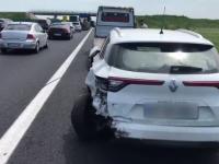 Carambol cu 5 mașini și 3 răniți pe Autostrada Soarelui. Coadă pe kilometri întregi