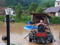 Trei localităţi afectate de ploile abundente. Circulaţie întreruptă pe DN7, în Deva