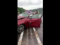 Un sofer de 21 de ani a lovit un stâlp de electricitate şi s-au răsturnat. Ce s-a întâmplat cu pasagerii