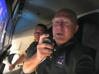 """Cum arată capsula SpaceX în interior. Astronauții au ajuns în spațiu cu un """"pasager clandestin"""""""