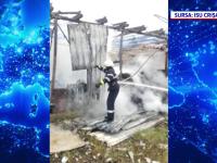 Incendiu violent în Oradea, o magazie plină cu lemne a ars din temelii