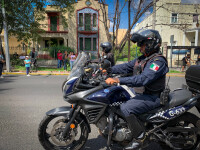 VIDEO. Gest șocant în Mexic. Un protestatar i-a dat foc unui polițist