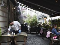Regulile care trebuie respectate la redeschiderea restaurantelor în interior. Câte persoane pot sta la o masă