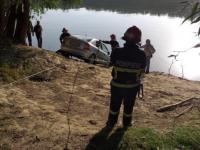 Maşină scufundată în Dunăre după ce proprietarul a uitat să tragă frâna de mână