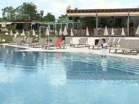 De luni se deschid piscinele exterioare. De ce nu ne putem infecta cu coronavirus din apă