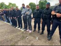 Polițiștii francezi și-au aruncat cătușele în semn de protest față de acuzațiile de brutalitate și rasism