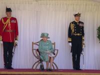 Aniversarea oficială a reginei Elisabeta a II-a a fost marcată printr-un ceremonial militar restrâns