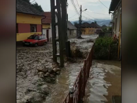 Toată țara a fost măturată de ploi. Un băiat de 4 ani din Bihor a fost luat de viitură