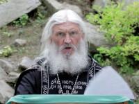 Un cunoscut preot rus a asediat o mănăstire de măicuțe cu luptători cazaci