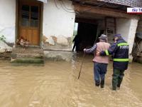 Inundații în mai multe județe și sute de gospodării izolate. Viiturile au făcut prăpăd