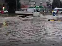 Urmările vijeliilor care au luat cu asalt România. O casă, inundată din cauza unui scaun de mașină