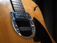 Suma incredibilă pentru care a fost vândută o chitară a lui Kurt Cobain. GALERIE FOTO
