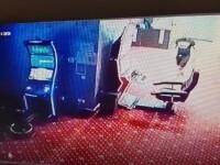 Au apărut primele imagini de la jaful comis la o agenție de pariuri din Constanța. Cu câți bani a fugit hoțul