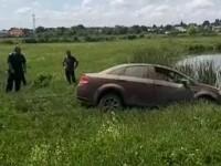 Cum a ajuns un tânăr cu mașina în lac. Greșeala pe care a făcut-o