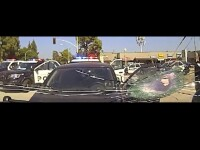 Momentul în care un bărbat de culoare e împușcat cu 30 de gloanțe de polițiști, după o urmărire ca în filme