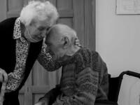 Doi bătrâni s-au revăzut după 101 zile de carantină. A fost prima despărțire în 70 de ani