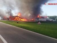 Incendiu puternic în Timiș. Un restaurant construit din lemn a ars ca o torță