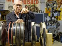 Un bărbat din Australia colecționează echipamente de proiecție cinematografică vechi de 100 de ani