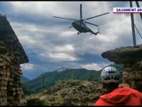 Operațiune inedită. Salvamontiști au apelat la ajutorul unui elicopter pentru a moderniza Cetatea Poenari
