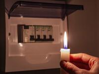 Ministru italian: Preţurile la electricitate ar urma să crească cu 40% în următorul trimestru