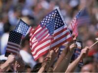 """Activiștii cer președintelui să schimbe steagul SUA, pentru că e """"dezbinător și incorect"""". Cum ar putea să arate noul drapel"""