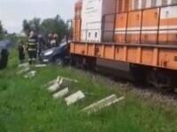 O mașină în care se aflau și doi copii a fost lovită de tren
