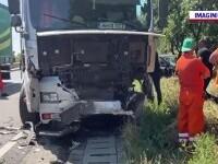 Doi soți din Craiova, morți după ce mașina lor s-a izbit violent de un tir