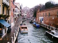 E criza? Gondolierii de pe canalele Venetiei inca au o afacere buna