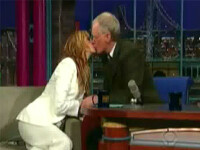 Sarut fierbinte intre Julia Roberts si David Letterman!