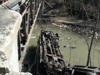 Trei vagoane ale unui tren marfar au cazut in Jiu!