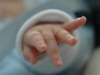 O fetiță s-a născut cu inima în afara toracelui. În ce stare se află