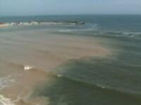 INCREDIBIL! Furtunile au transformat Marea Neagra in Marea Rosie
