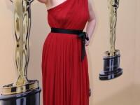 Sigourney Weaver, sexy la 60 de ani! Se mentine in forma dansand la bara