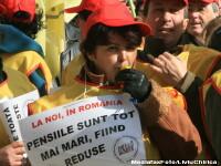 Zeci de angajati din invatamant au protestat din nou