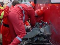 O masina s-a ciocnit cu un autocar: un om a murit, altul e in stare grava