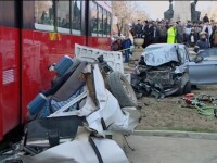 SOCANT. Un tramvai a invartit 5 masini in aer, la Iasi. Un mort si 3 raniti