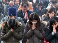 Ziua in care viata publica se opreste pentru a lasa loc de rugaciuni. Japonia nu isi uita victimele
