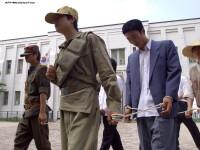 Prizonieri infometati, mancand iarba, sobolani sau furnici. Marturia unui gardian care a fugit din iadul nord coreean